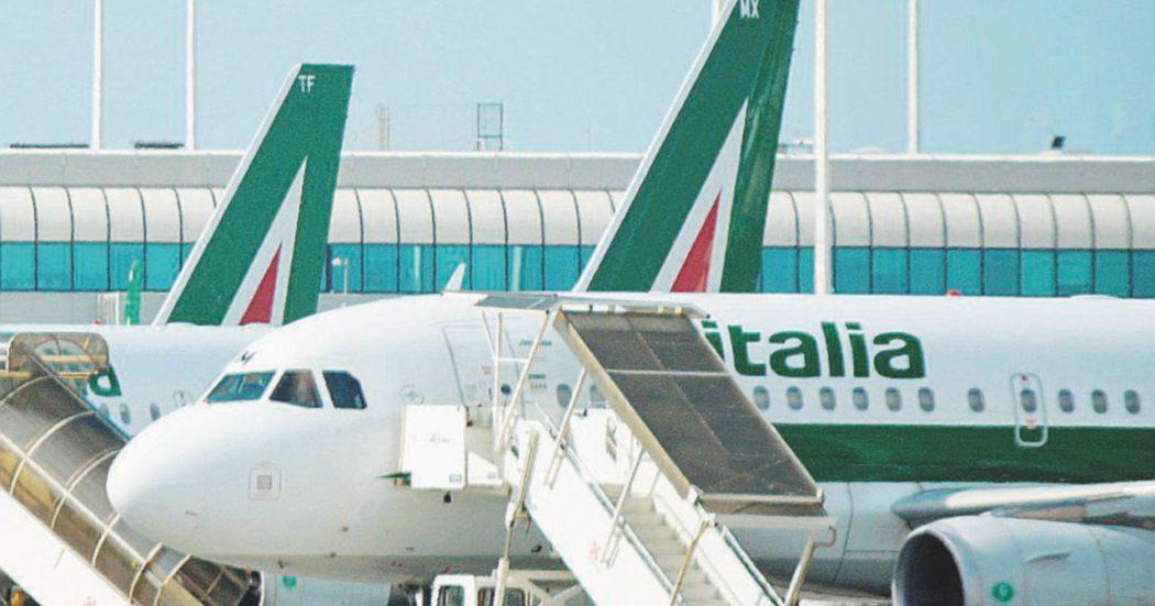Alitalia, si riparte da zero: altri soldi ma anche i tagli