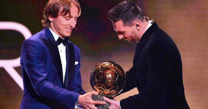 """Cristiano Ronaldo, Modric sulla cerimonia del Pallone d'Oro: """"Bisogna esserci per rispetto"""". E Chiellini attacca: """"Lo scorso anno un furto"""""""