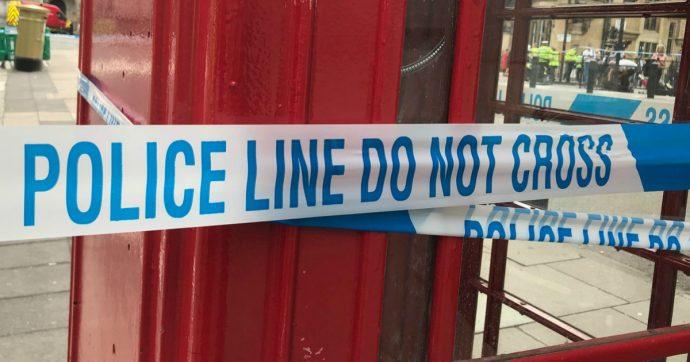 Regno Unito, auto travolge studenti nell'Essex: morto 12enne, 5 feriti. Conducente in fuga