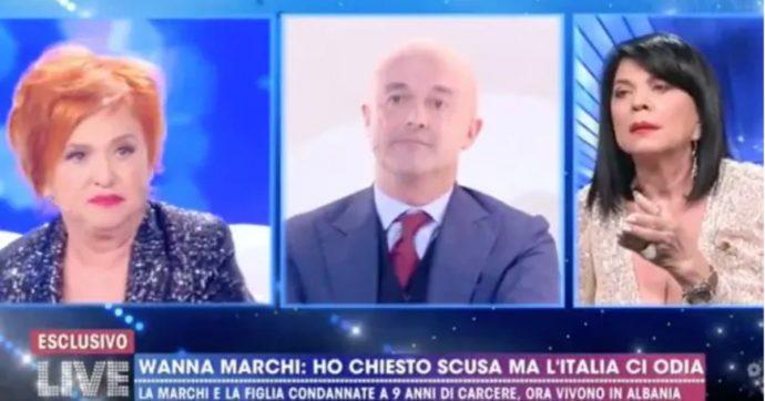 """Live non è la D'Urso, lite tra Wanna Marchi e Gianluigi Nuzzi: """"Lei è il simbolo di tutto ciò che mi ripugna"""". Interviene la figlia Stefania Nobile: """"Nuzzi tagliati le pa**e"""""""