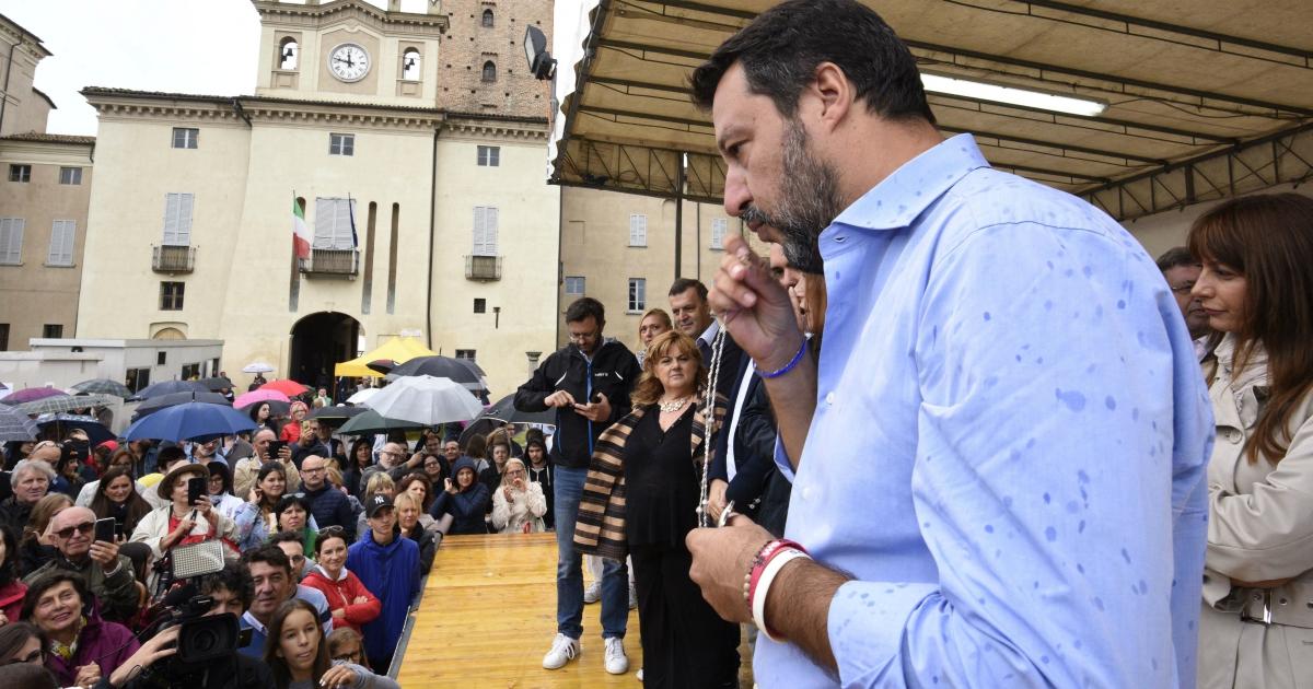 Salvini e il Vernacoliere: chi è che deve lasciar stare la religione?