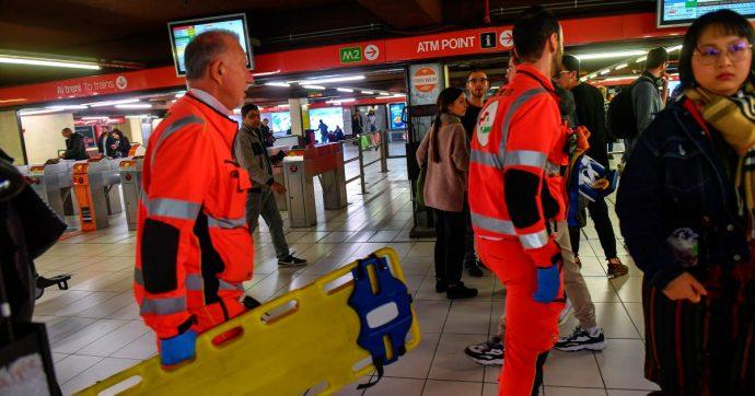 Milano, frenata brusca della metropolitana vicino a San Babila: 20 passeggeri coinvolti. Linea rossa sospesa tra Cairoli e Palestro
