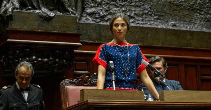 Nilde Iotti, la fiction di Rai 1 è un pasticciaccio: Anna Foglietta omaggia la compagna di Togliatti ma ne fa un'acciughina magrissima – RECENSIONE