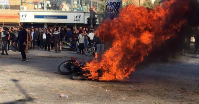 """Iran, Onu: """"Durante le proteste 208 morti e 7mila arresti"""". E l'Europa prende le distanze da Teheran sul nucleare"""