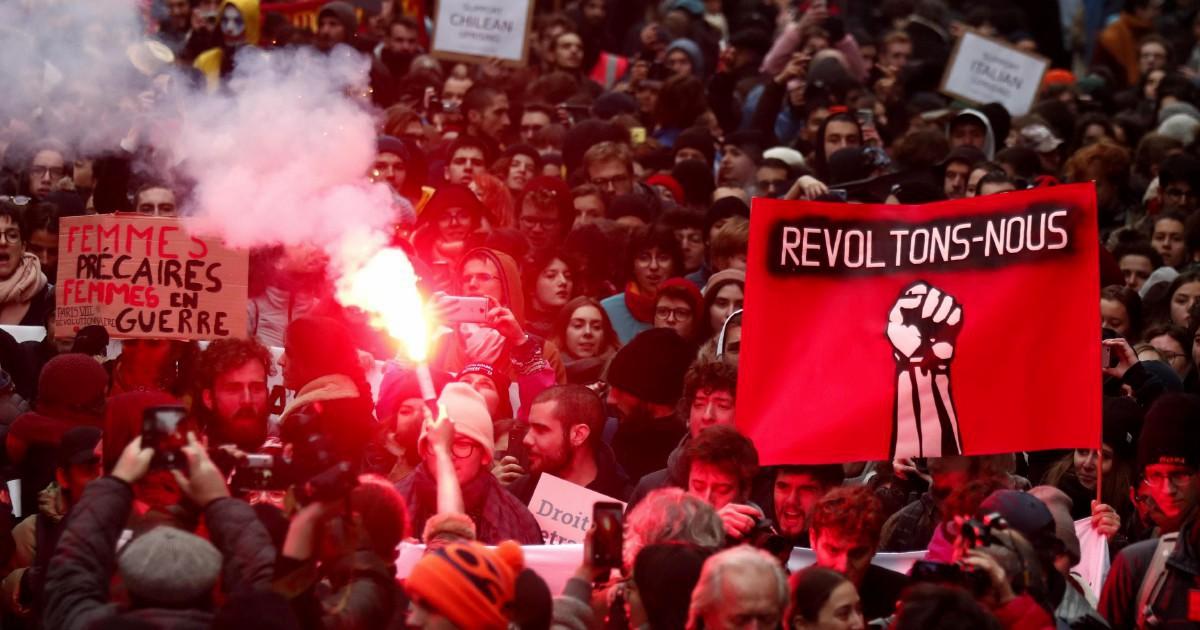 Francia, lo sciopero contro la riforma delle pensioni mette d'accordo tutti. Ma il futuro è difficile da prevedere