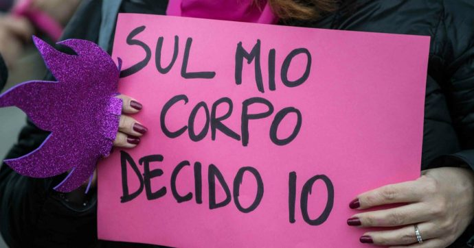 """Lazio, per l'emergenza rifiuti Regione propone (anche) """"consultori volanti"""" che convincano le donne a usare """"coppette mestruali"""""""
