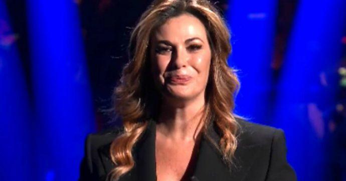 """Vanessa Incontrada, il contrattempo in diretta a """"20 anni che siamo italiani"""": """"Devo fare pipì, non riesco ad andare avanti…"""""""