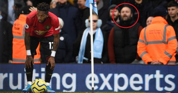 Derby di Manchester, tifoso fa il gesto della scimmia a Fred: arrestato, bandito dallo stadio del City. E ora rischia anche il posto di lavoro