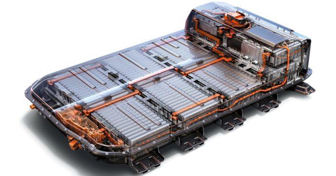 Fluoruro al posto del litio: così la batteria allo stato solido di Toyota e Panasonic rivoluzionerà le auto elettriche