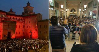 Ferrara, comizio di Salvini in galleria. Le sardine rispondono scendendo in piazza con i libri in mano