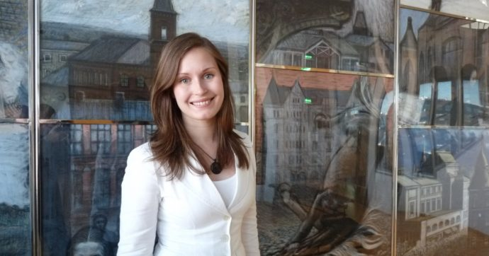 Finlandia, Sanna Marin è la più giovane premier del mondo e ha due mamme. Una notizia che fa leva su una speranza