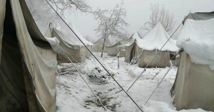 """Bosnia, """"situazione insostenibile nel campo di Vucjak. Migranti al freddo senza acqua corrente e luce"""". Ma la chiusura è rinviata"""