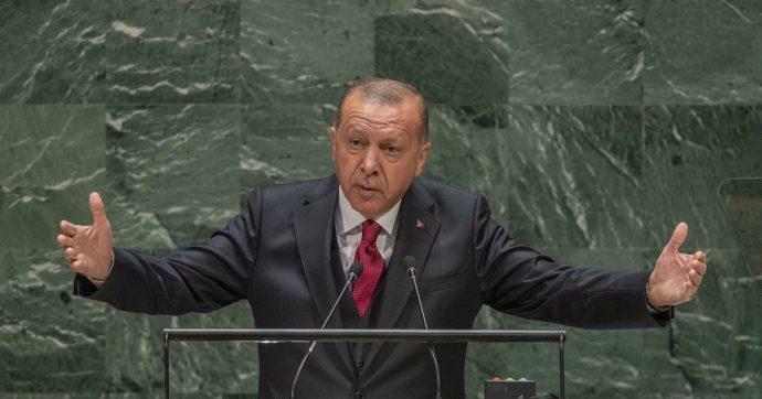"""Libia, Erdogan """"pronto a inviare truppe"""" per sostenere il governo di Serraj: """"Non chiederemo il permesso a nessuno"""""""