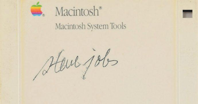 Apple, un floppy disk di Macintosh firmato da Steve Jobs venduto alla cifra record di 84mila dollari