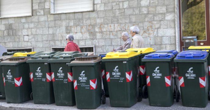 """Rifiuti, Ispra: """"Aumenta raccolta differenziata. Ma la plastica da imballaggi non raggiunge gli obiettivi di riciclo previsti"""""""