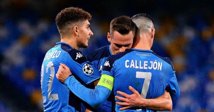 """Napoli-Genk 4 a 0, la tripletta di Milik e il cucchiaio di Mertens portano gli azzurri agli ottavi. Ancelotti: """"Dimissioni? No"""""""