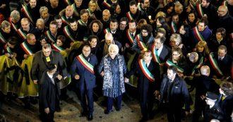 """Liliana Segre, seicento sindaci a Milano per la marcia di solidarietà per la senatrice: """"Lasciamo l'odio agli anonimi da tastiera"""""""