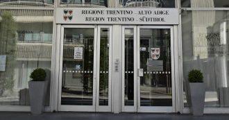 In Trentino-Alto Adige Svp e Lega si alzano gli stipendi: con l'adeguamento per i consiglieri 600 euro in più in busta paga (più gli arretrati)