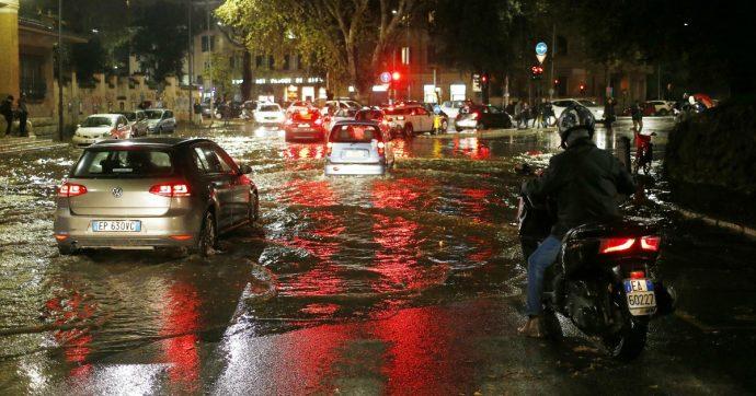 Violento nubifragio su Roma: allagamenti, stazioni della metro bloccate e treni fermi
