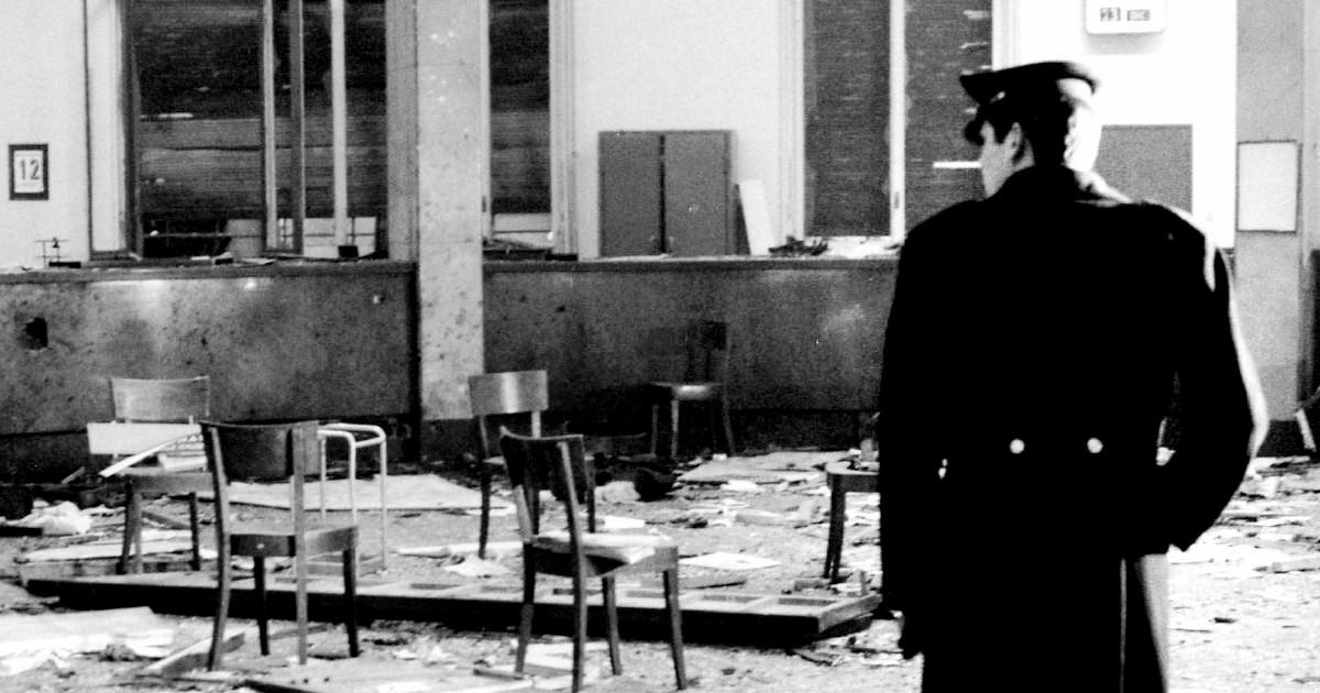 """""""Banca di Piazza Fontana, vedo un braccio umano"""". La ricostruzione e i colpevoli nel libro di Antonella Beccaria"""