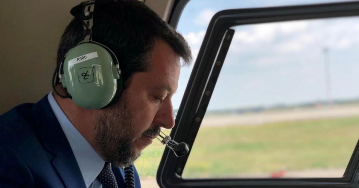 Salvini è nei guai: indagato per i voli sugli aerei di Stato