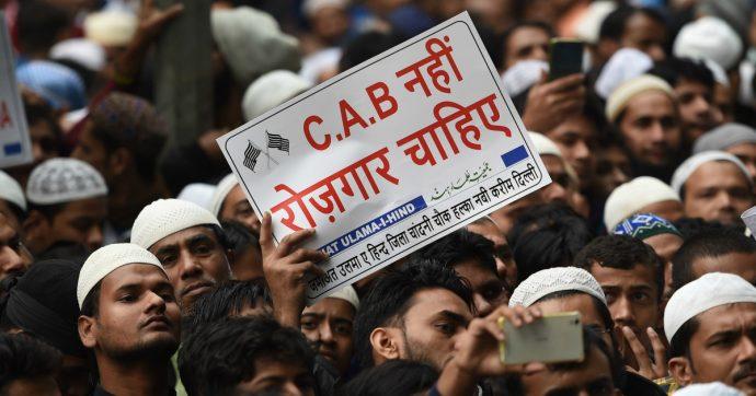 India, approvata legge per la cittadinanza ai migranti illegali ma non per i musulmani. Proteste nel nord est, migliaia di arresti
