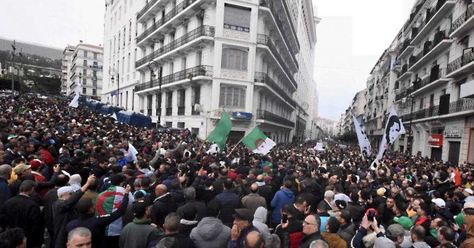 Algeria, astensionismo record alle elezioni. Il neo-presidente già contestato da migliaia di persone in piazza