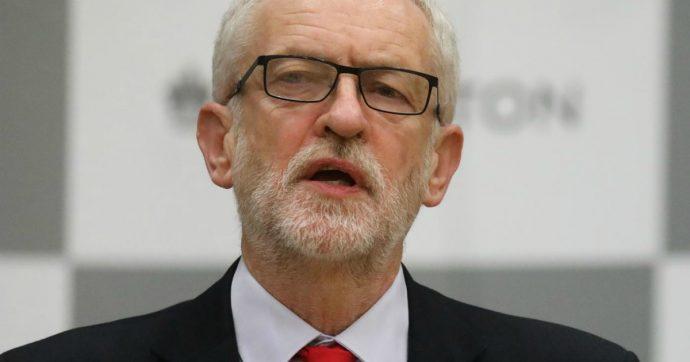 """Uk, Corbyn sospeso dal Labour dopo report sull'antisemitismo: """"Gravi carenze nell'affrontarlo"""""""