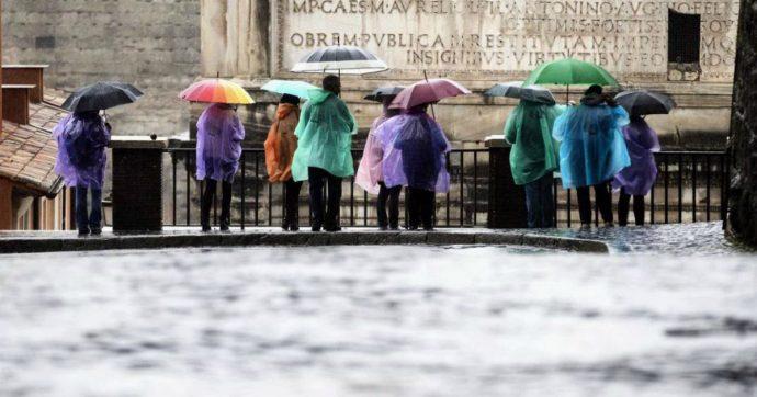 Maltempo, tempesta di Santa Lucia su Nord e Centro Italia: scuole chiuse a Roma e Napoli. Neve a Milano e Torino