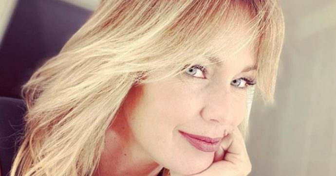 """Sonia Bruganelli, la moglie di Paolo Bonolis: """"Uno dei miei figli è stato vittima di bullismo per i miei post sui social"""" - Il Fatto Quotidiano"""