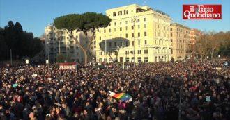 Sardine a Roma, piazza San Giovanni piena tra cori e 'Bella ciao': le immagini dall'alto