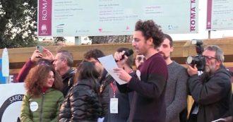 Sardine, dall'abrogazione dei decreti Sicurezza alla trasparenza dei politici sull'uso dei social network: le sei proposte lette dal palco di Roma