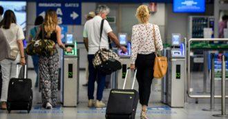 Istat, sempre più italiani si trasferiscono all'estero: il 53% è diplomato o laureato. Per la prima volta calano i migranti dall'Africa: -17%