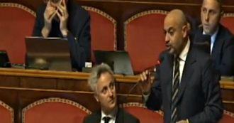 """Manovra, Paragone (M5s) annuncia il voto negativo in dissenso dal gruppo: """"Io non eletto per tenere italiani in gabbie di Bruxelles"""""""