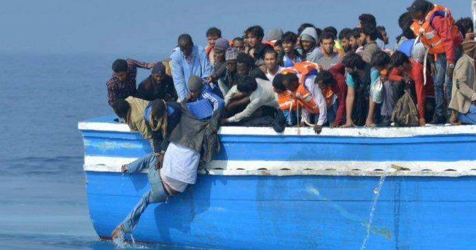 """Libia, dossier: """"Italia privatizza respingimenti a navi mercantili"""". Migrante fatto sbarcare con la forza a Misurata fa ricorso all'Onu"""