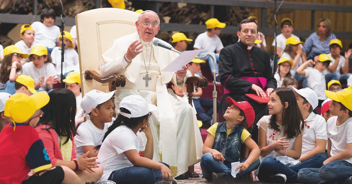 Preti pedofili, il Papa cancella il segreto pontificio sui processi