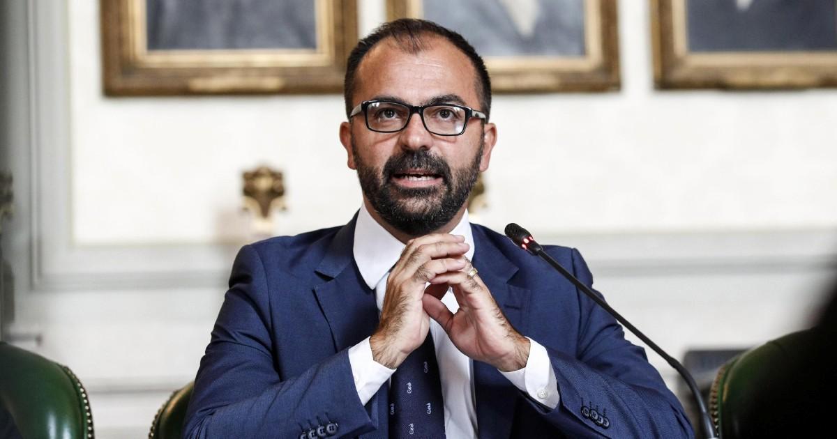 Fioramonti, il ministro pronto a dimettersi perché ritiene insufficienti i fondi per l'Istruzione previsti in manovra