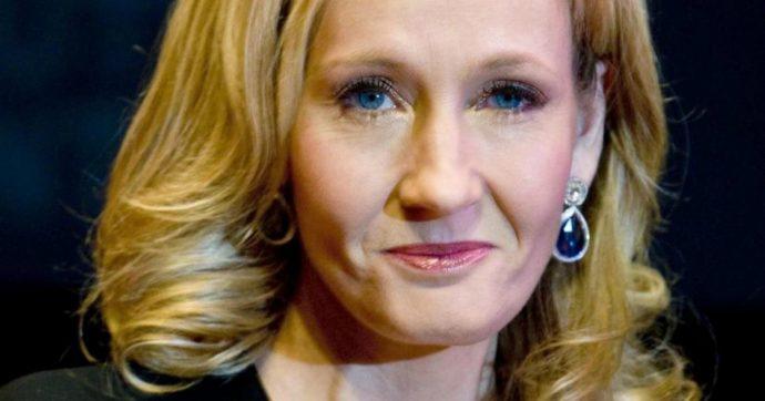 """J. K. Rowling, la scrittrice di """"Harry Potter"""" sui social è accusata di transfobia. Ecco che cosa ha scritto e perché"""