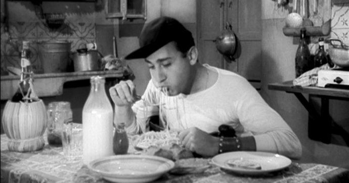 """Dai """"maccheroni cotti"""" di Garibaldi agli """"spaghettì"""" degli emigranti: così la pasta divenne mito identitario. Ma il fascismo mangiava riso"""