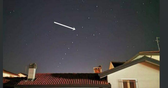 Ufo o Babbo Natale? Le strane luci apparse nel cielo del Nord Italia in questi giorni sono in realtà opera di Elon Musk