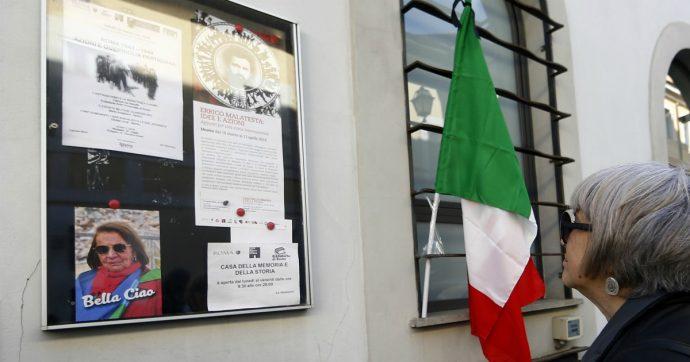 Roma, imbrattata con una svastica la targa in memoria della partigiana Tina Costa. Era stata inaugurata 20 giorni fa