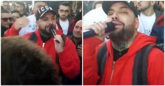 """Salerno, neomelodico in strada dedica la canzone al boss della mafia: """"Grazie per quello che fai, sei al 41-bis per colpa dei pentiti"""""""