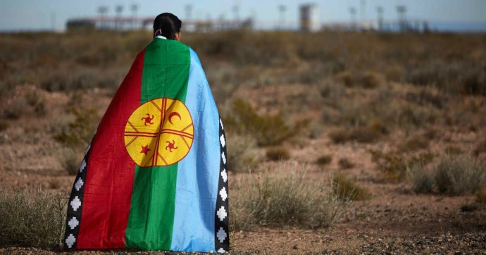 """Argentina, gli indios mapuche occupano una proprietà dei Benetton: """"Vogliamo esistere nel nostro territorio, è un diritto ancestrale"""""""