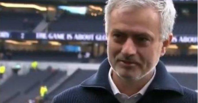 """José Mourinho in lacrime durante l'intervista: """"È morto il mio cane il giorno di Natale. Era la mia famiglia"""""""