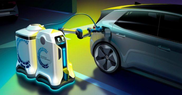 Auto elettriche, la ricarica autonoma la fa il robot Volkswagen – VIDEO
