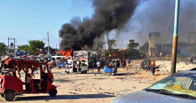 """Somalia, autobomba esplode a un checkpoint a Mogadiscio: """"Quasi 100 morti, anche bambini"""""""