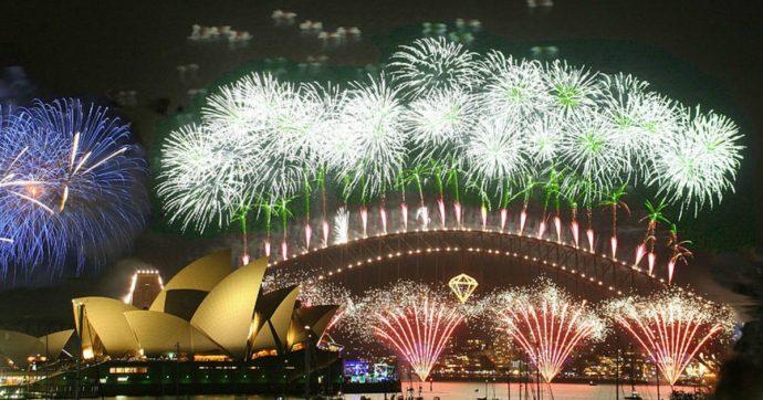"""Australia ancora in fiamme, cittadini lanciano petizione per cancellare fuochi di Capodanno: """"Usiamo quei soldi per fermare gli incendi"""""""