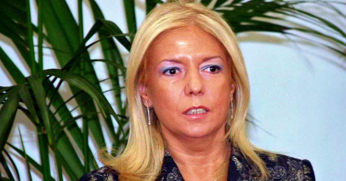 """Cosenza, indagata la prefetta Paola Galeone: """"Registrata mentre prende mazzetta da 700 euro"""""""
