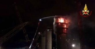 Ponte Morandi, incendio nel cantiere del nuovo viadotto. A fuoco la pila numero 13