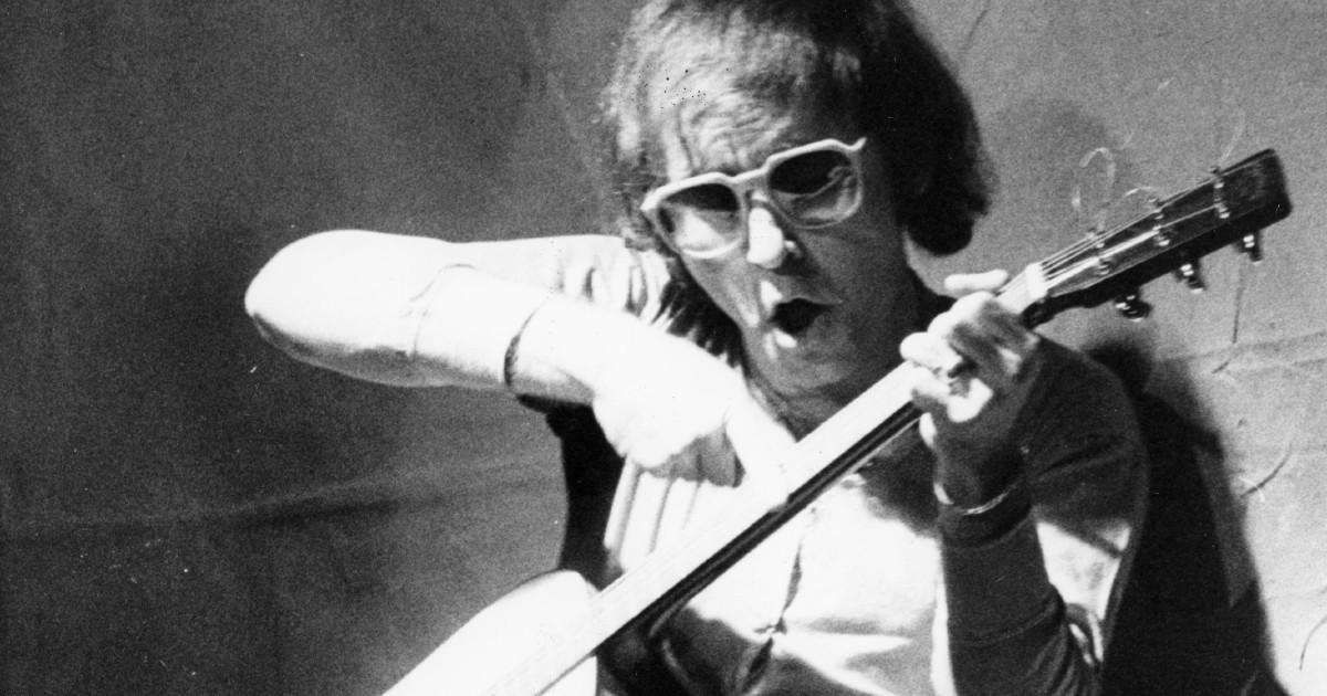Ivan Graziani, il ricordo della moglie Anna a 23 anni dalla morte: 'Stupendo testardo, osteggiato dai discografici e sepolto con la chitarra'
